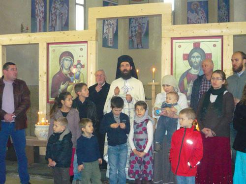 La premi re sainte liturgie dans l glise saint nicolas de for Lorie par la fenetre je regarde seul parole